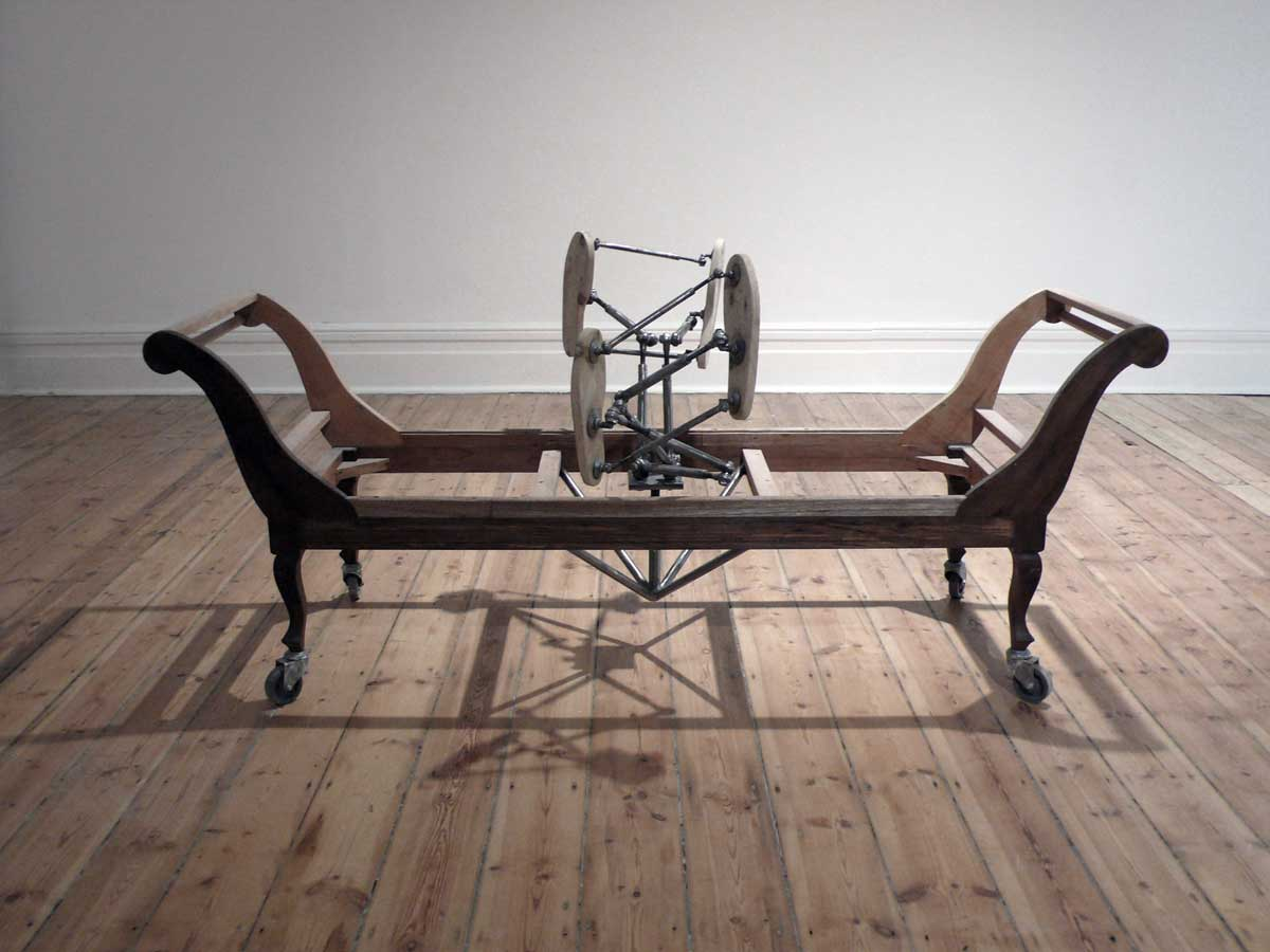 amor sui, wood and steel-Commune 1 2014